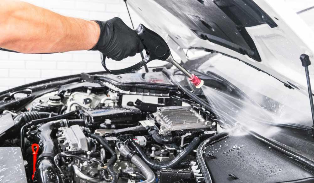 Tips dan Cara Mudah Membersihkan Mesin Mobil yang Aman
