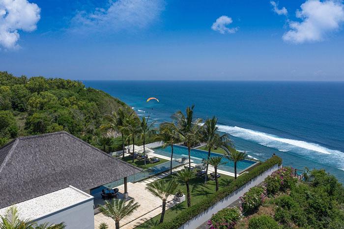 Villa Uluwatu Bali dengan View Pantai yang Indah