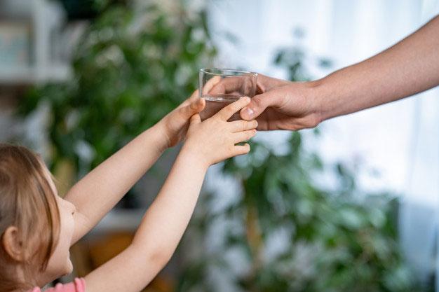 Mengajarkan Pentingnya Air Minum Berkualitas Kepada Anak-anak