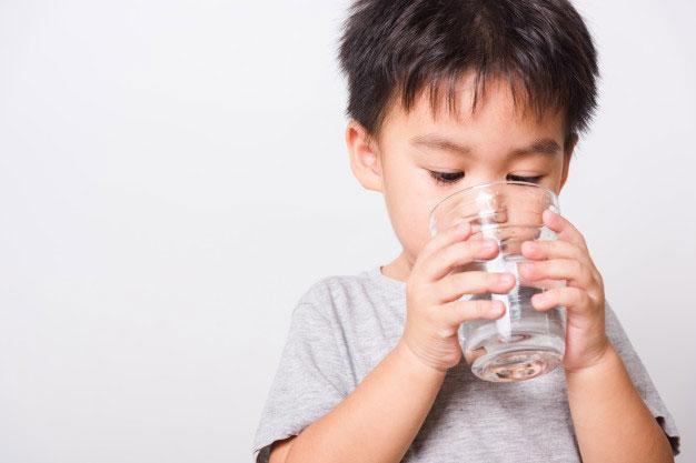 Minum air putih bantu untuk tetap sehat