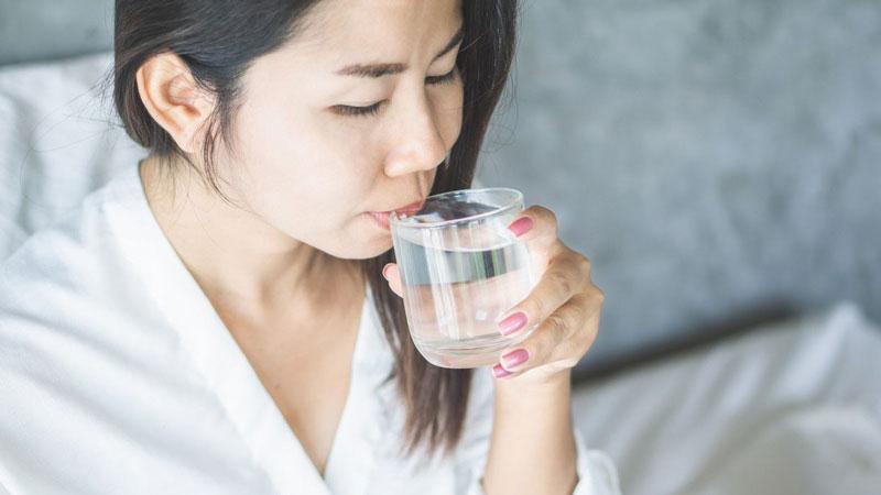 minum air hangat